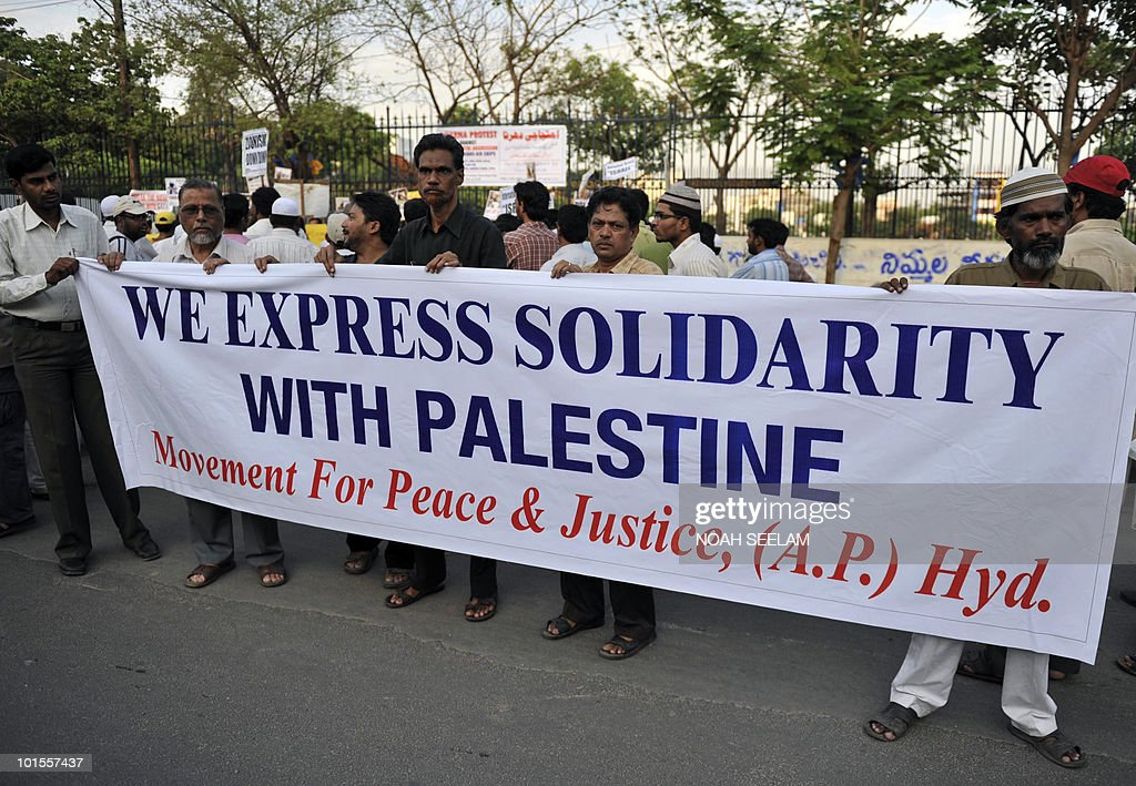Members of Jamaat-e-Islami Hind and Students of Islamic Organisation (SIO) demonstrate against Israel on June 2, 2010, to denounce the Israel assault on an aid flotilla bound for Gaza. The hundreds of activists detained in a deadly raid on a Gaza-bound flotilla have all been released from prison to be deported, a prisons authority spokesman said June 2. AFP PHOTO / Noah SEELAM