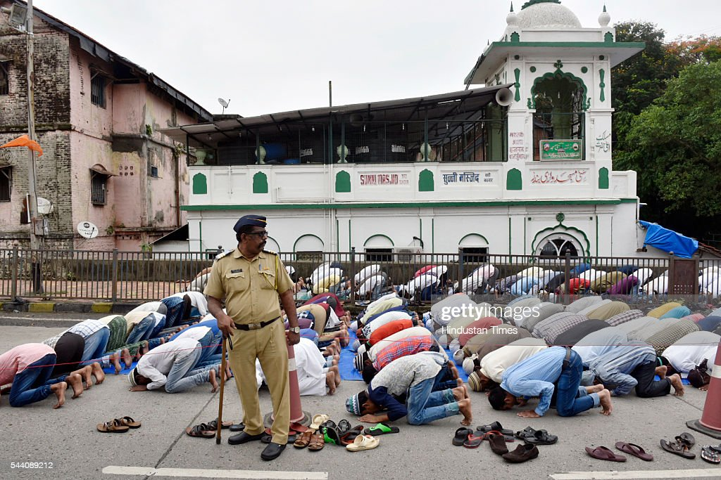 Members of Muslim community offering Namaz on the last Friday of the month of Ramadan at Sunni Masjid, Wadi Bunder on July 1, 2016 in Mumbai, India. Eid-Ul-Fitr will be observed in India on July 6 or 7, depending on the sighting of the moon. The submissions should be done till July 3, 11 am.