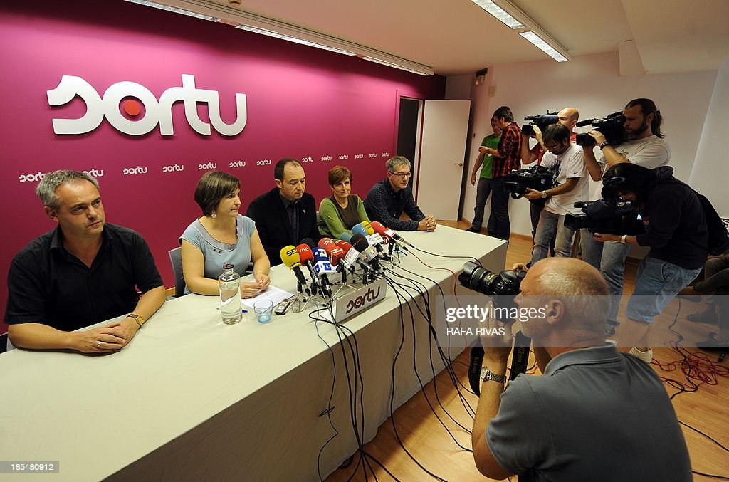 Members of pro independence Basque political party Sortu (L to R) Joxean Agirre, Maribi Ugerteburu, Pernando Barrena, Maite Ubiria and Txus Martinez give a press conference on October 21, 2013, in the northern Spanish Basque city of Bilbao after the Europe's human rights court ordered Spain to free an ETA prisoner for retroactively applying a legal practice known as the 'Parot doctrine'.