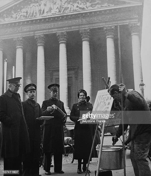 Members Of Salvation Army Singing Christmas Carol In Paris On December 21St 1949