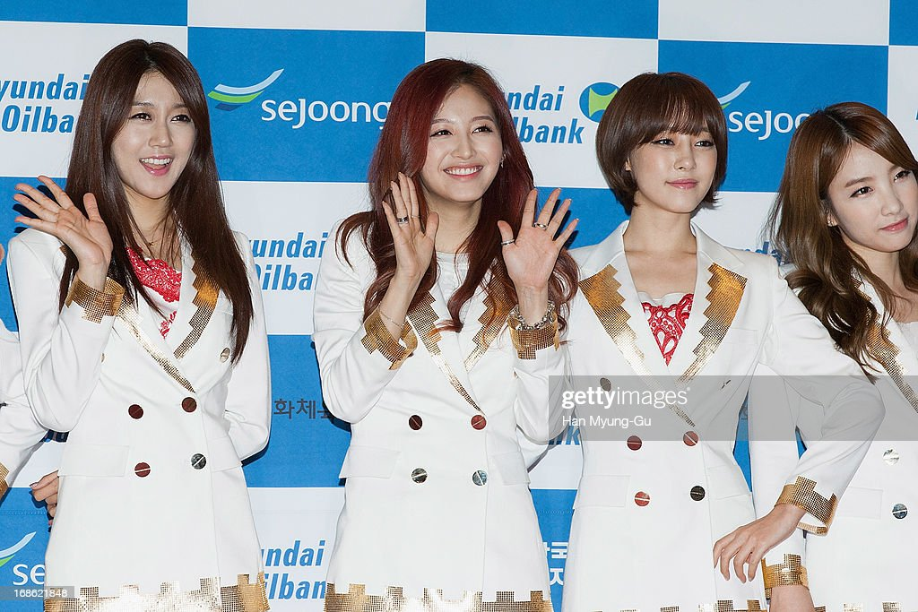 Members of South Korean girl group Rainbow attend during 2013 Dream Concert at Seoul World Cup Stadium on May 11, 2013 in Seoul, South Korea.