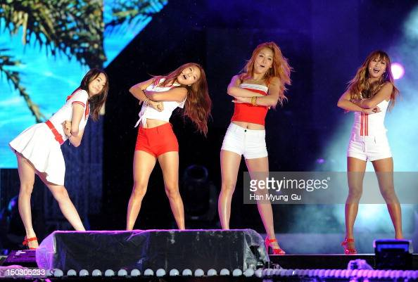 Members of South Korean girl group Sistar perform onstage during at KBS London Olympic Athletes Welcomed The National Festival on August 14 2012 in...