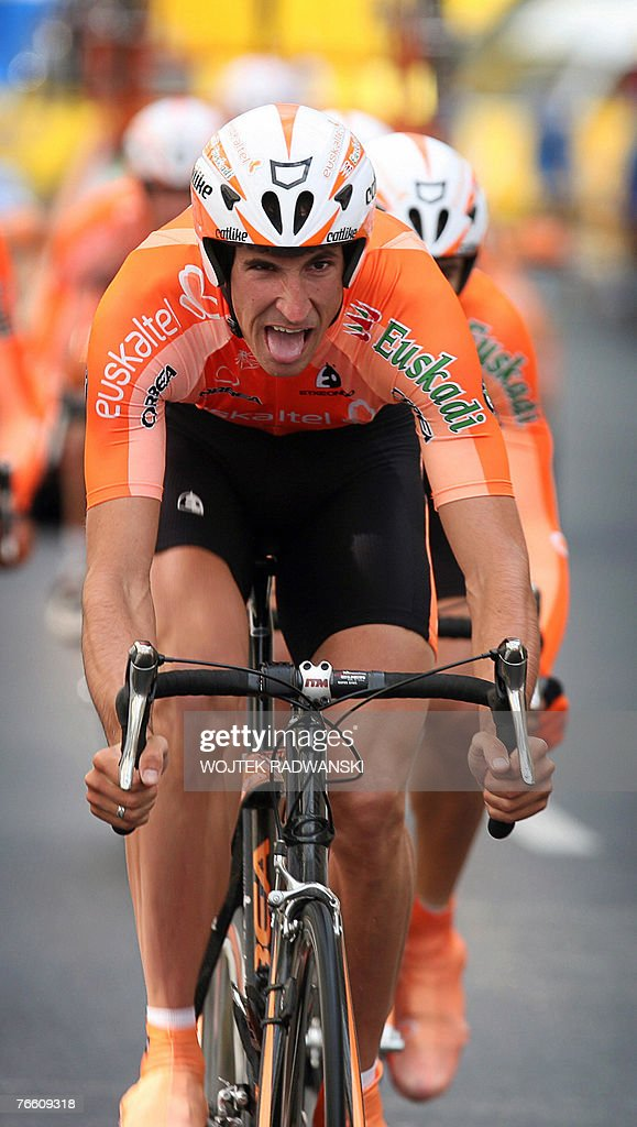 Members of Spanish EuskaltelEuskadi cycling team pedal during the 1th group stage of the Tour de Pologne in Warsaw 09 September 2007 AFP PHOTO WOJTEK...