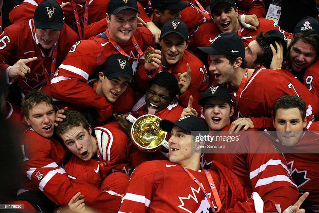 Members of Team Canada pose for a team photo after defeating Team Sweden during the 2009 IIHF World Junior Championships held at Scotiabank Place on...
