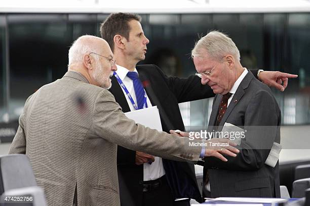 Members of the AFD party HansOlaf Henkel Bernd Koelmel and Joachim Starbatty chat together after the plenary session of the European Parliament on...