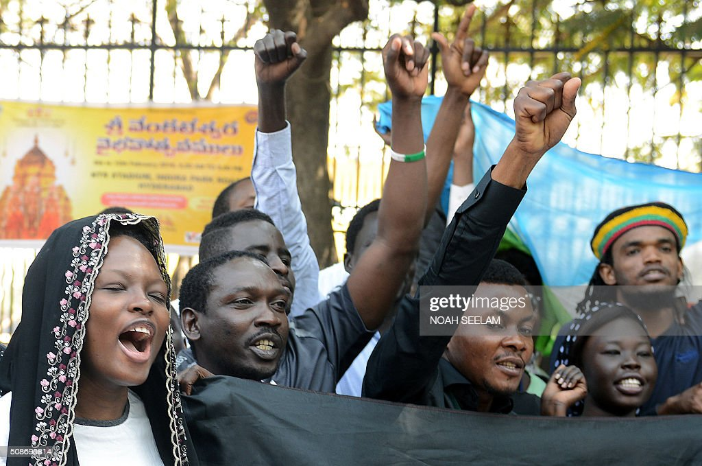 Members of the African Students Association shout slogans during a protest in Hyderabad on February 6, 2016, in support of Tanzanian nationals assaulted by a local mob in Bangalore. Indian authorities suspended two policemen and made four more arrests over a mob attack on a Tanzanian student in Bangalore, police said February 5, in a case that has caused widespread outrage. AFP PHOTO / Noah SEELAM / AFP / NOAH SEELAM