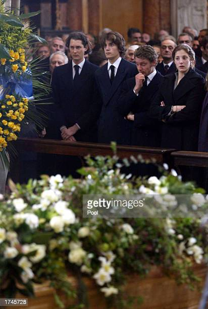 Members of the Agnelli family John Elkann and Lapo Elkann stand in front the coffin of Fiat honorary chairman Giovanni Agnelli inside the Cathedral...