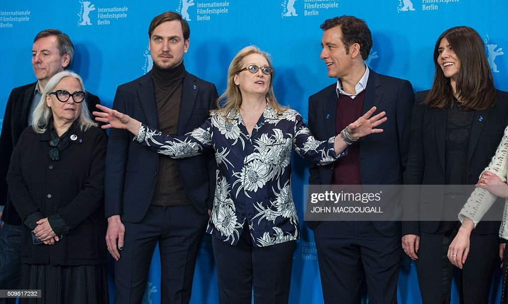Members of the Berlinale Film Festival jury (L to R) British film critic and jury member Nick James, French photographer and jury member Brigitte Lacombe, German actor and jury member Lars Eidinger, US actress and jury president Meryl Streep, British actor and jury member Clive Owen and Polish film maker and jury member Ma?gorzata Szumowska pose during a photocall in Berlin on February 11, 2016. The 66th Berlin film festival starts February 11 with a spotlight on Europe's refugee crisis. / AFP / John MACDOUGALL