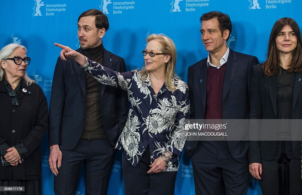 Members of the Berlinale Film Festival jury (L to R) French photographer and jury member Brigitte Lacombe, German actor and jury member Lars Eidinger, US actress and jury president Meryl Streep, British actor and jury member Clive Owen and Polish film maker and jury member Ma?gorzata Szumowska pose during a photocall in Berlin on February 11, 2016. The 66th Berlin film festival starts February 11 with a spotlight on Europe's refugee crisis. / AFP / John MACDOUGALL