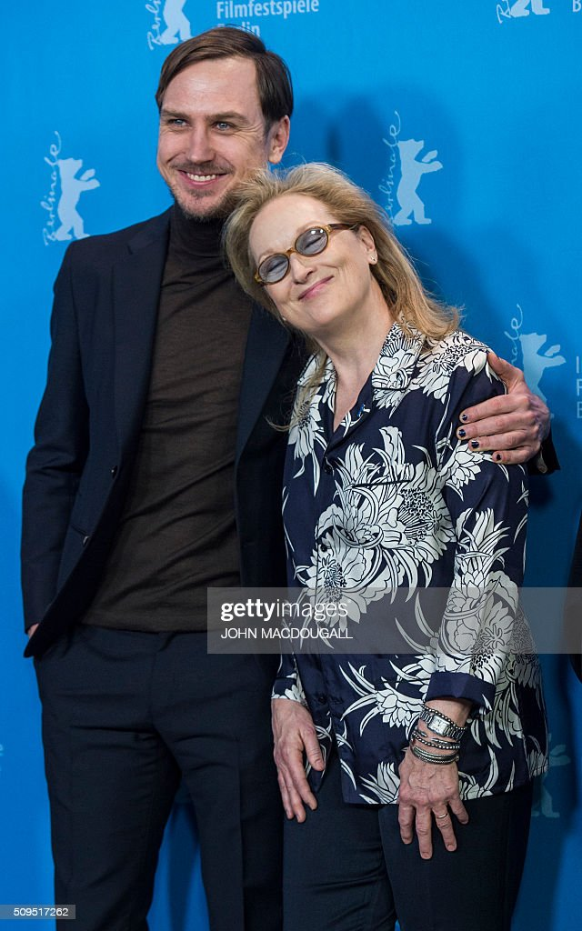 Members of the Berlinale Film Festival jury German actor and jury member Lars Eidinger (L) and US actress and jury president Meryl Streep pose during a photocall in Berlin on February 11, 2016. The 66th Berlin film festival starts February 11 with a spotlight on Europe's refugee crisis. / AFP / John MACDOUGALL