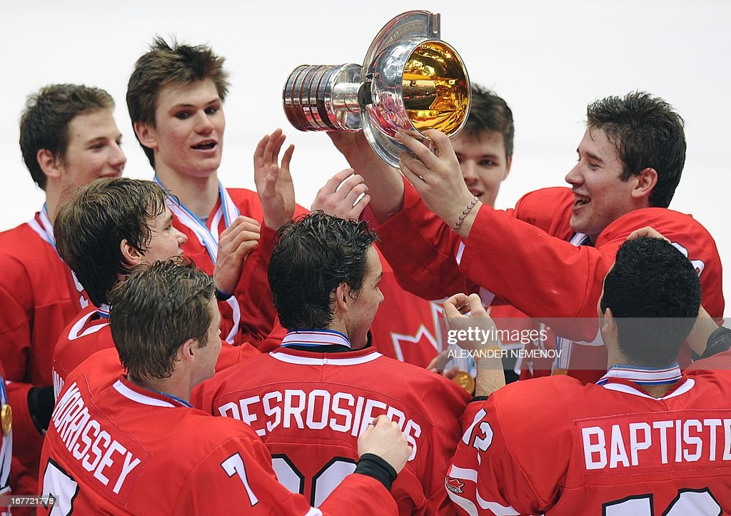 Members of the Canadian team celebrate with their trophy after their 3-2 victiory over team USA during the IIHF U18 International Ice Hockey World Championships final game in Sochi on April 28, 2013.