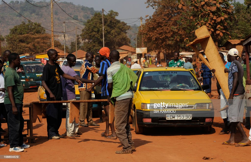 Members of the ''Centrafrican Young Patriots'' block a road to prevent rebels from entering Bangui, on January 1, 2013. The death of a young Muslim man arrested for alleged links to rebels in the Central African Republic sparked clashes on January 1, 2013 in the capital that killed a policeman, a police source said. The unrest erupted as countries in the region sent reinforcements to protect the capital Bangui from rebels who control much of the country and are demanding the departure of President Francois Bozize.