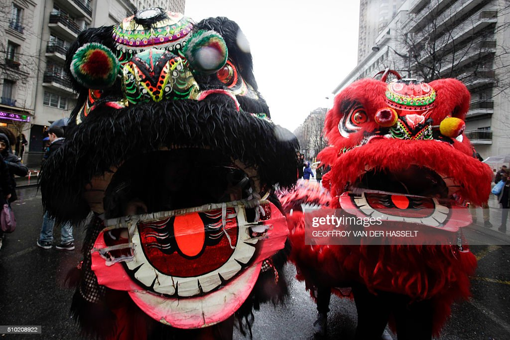 Members of the Chinese community celebrate the Chinese Lunar New Year on February 14, 2016, in Paris. Millions of Chinese around the world are celebrating the New Year, which marks the beginning of the Year of the Monkey. / AFP / Geoffroy Van der Hasselt