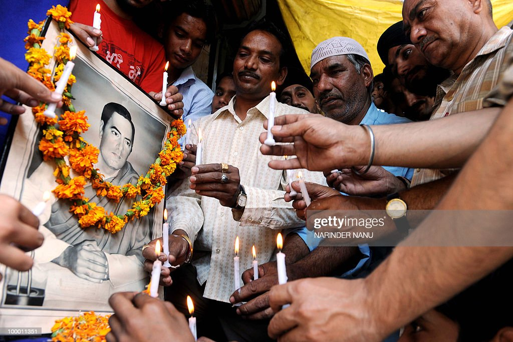 Members of the Congress party pay tribute to former Indian Prime Minister Rajiv Gandhi in Amritsar on May 20, 2010, on the eve of the 19th anniversary of his death. Gandhi was assassinated during an electoral campaigning on May 21, 1991, allegedly by Sri Lankan separatists LTTE, in the town of Sriperumpudur in the southern state of Tamil Nadu.