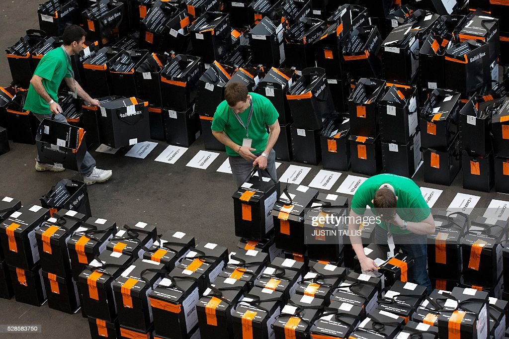 Members of the counting staff sort through sealed and unsealed ballot boxes at a count centre in north London on May 6, 2016. Early results Friday from British local and regional elections seen as a key test for opposition Labour leader Jeremy Corbyn showed strong gains for Scottish nationalists, as London looked set to elect its first Muslim mayor. London was on track to become the first EU capital with a Muslim mayor as voters went to the polls Thursday after a bitter campaign between Prime Minister David Cameron's Conservatives and the opposition Labour party. / AFP / JUSTIN