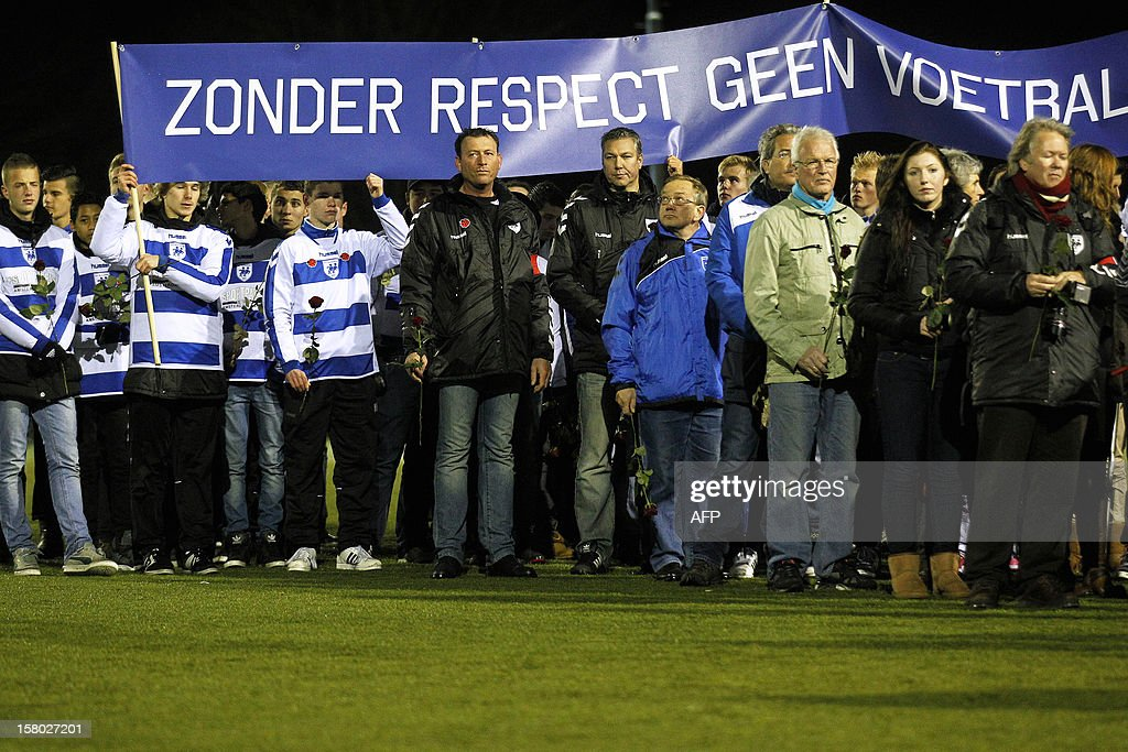 Members of the Dutch football club SC Buitenboys take part in a silent march to pay their respects to their late linesman Richard Nieuwenhuizen in Almere on December 9, 2012. Nieuwenhuizen collapsed and fell into a coma after he was attacked by three teenagers at the end of a junior club football match on December 2, 2012. AFP PHOTO / ANP / BAS CZERWINSKI netherlands out