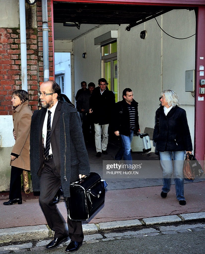 Members of the Financial police leave the headquarters of the French socialist party federation of the Pas-de-Calais, on December 6, 2012 in Lens, after a search as part of an inquiry into an alleged hidden financing of this federation, involving local MP Jean-Pierre Kucheida. AFP PHOTO PHILIPPE HUGUEN
