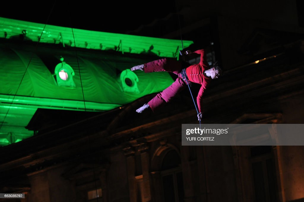 A members of the French artistic company 'Retouramont' performs in the air in front of the facade of the National Theater at the Culture Park in the framework of the International Arts Festival (FIA 2008) in San Jose, on April 15, 2008. The FIA 2008 will last for 10 days and will present more than 350 shows, with the participation of 70 groups from more than 20 countries. AFP PHOTO/Yuri CORTEZ /
