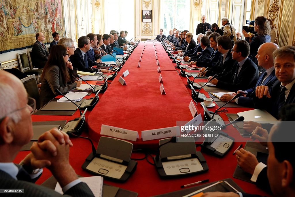 Members of the French government and representatives of the oil sector attend a meeting at the Hotel Matignon on May 28, 2016 in Paris. In France petrol storages depots blocked by opponents to the project of labour law have been unblocked, except from the one in Gargenville said French Junior Minister for Transport. On the other side six out of eight refinery of the country are still at a standstill or tick over. / AFP / FRANCOIS