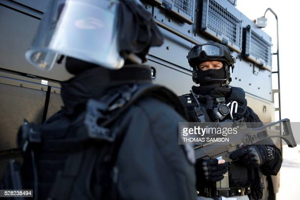 Members of the French national police elite research intervention group holding their Heckler and Koch G36 KP2 assault rifle take part in an...