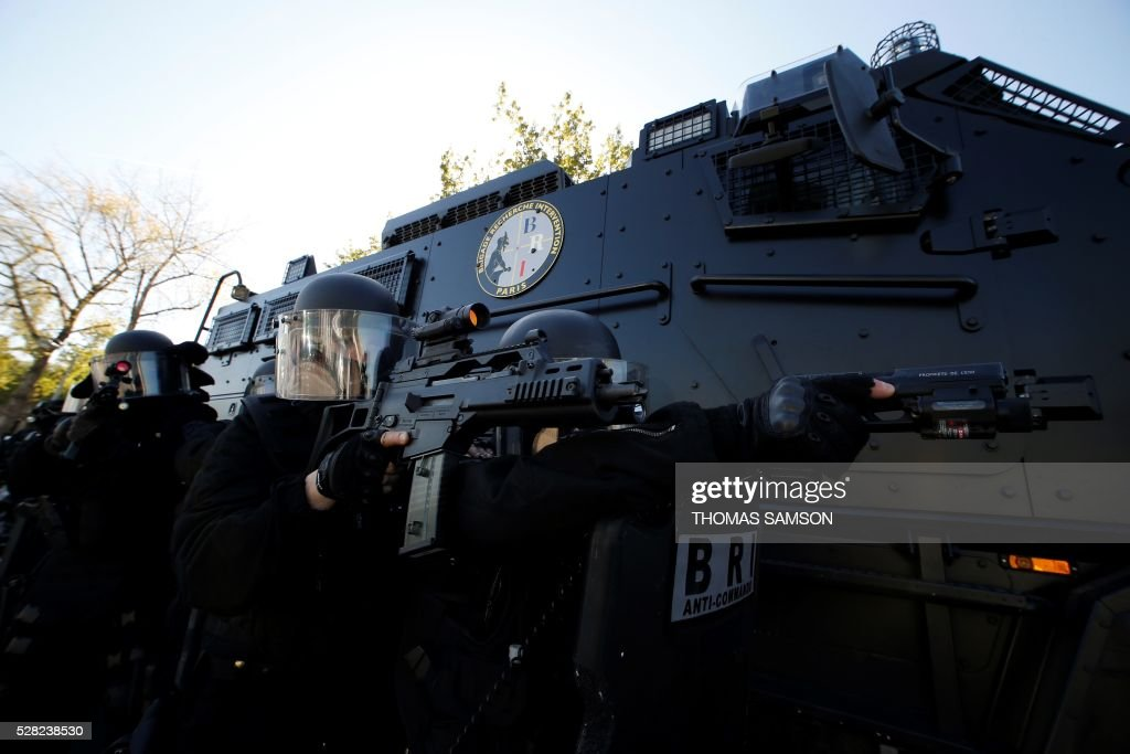 Members of the French national police elite research intervention group (BRI, Brigades de Recherche et d'Intervention) holding their Heckler and Koch (HK) G36 KP2 assault rifle, take part in an exhibition with the group's new armored truck named 'Titus' (Tactical Infantry Transport and Utility System 6x6) in Paris on May 4, 2016. Titus is manufactured by the French Defense Company Nexter. / AFP / THOMAS