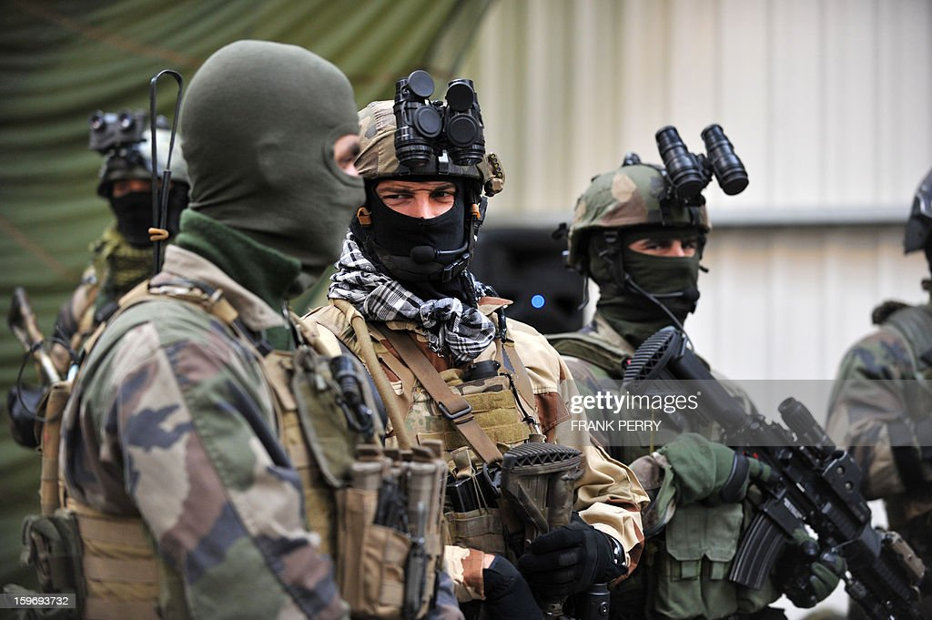 Members of the French special forces in battle dress wait for French Defence Minister prior to his visit to a sniper commando base on January 18, 2013 in the northwestern French town of Lanester.