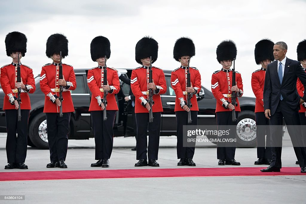 Members of the Governor General's foot guard are seen as US President Barack Obama arrives at Ottawa MacDonald-Cartier International Airport for the North American Leaders Summit and Leaders Summit on June 29, 2016 in Ottawa, Ontario. / AFP / Brendan Smialowski