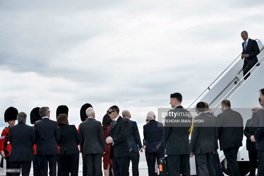 US President Barack Obama arrives at Ottawa MacDonald-Cartier International Airport for the North American Leaders Summit and Leaders Summit on June 29, 2016 in Ottawa, Ontario. / AFP / Brendan Smialowski