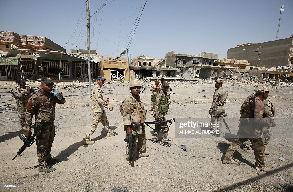 Members of the Iraqi police forces patrol streets of the city of Fallujah on June 30, 2016 after recapturing it from Islamic State (IS) group jihadists. Iraqi forces have retaken full control of Fallujah, a longtime jihadist bastion just 50 kilometres (30 miles) west of Baghdad, after a vast operation that was launched in May. / AFP / AHMAD