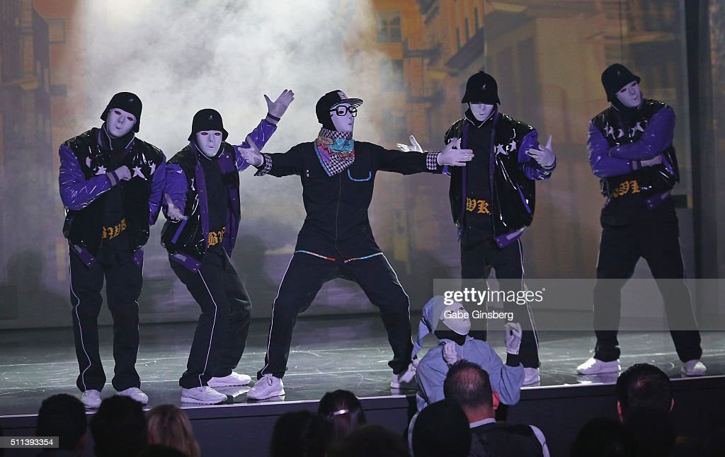 Jabbawockeez in las vegas / Saratoga paint and sip studio