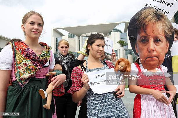 Members of the Jugendorganisation der Sozialdemokratischen Partei Deutschlands or Jusos demonstrate in front of the German federal chancellory...