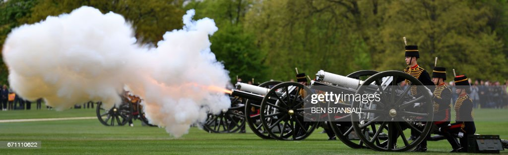 Members of the King's Troop Royal Horse Artillery take part in a 41 Gun Royal Salute to mark the 91st birthday of Britain's Queen Elizabeth II in Hyde Park, central London on April 21, 2017. /