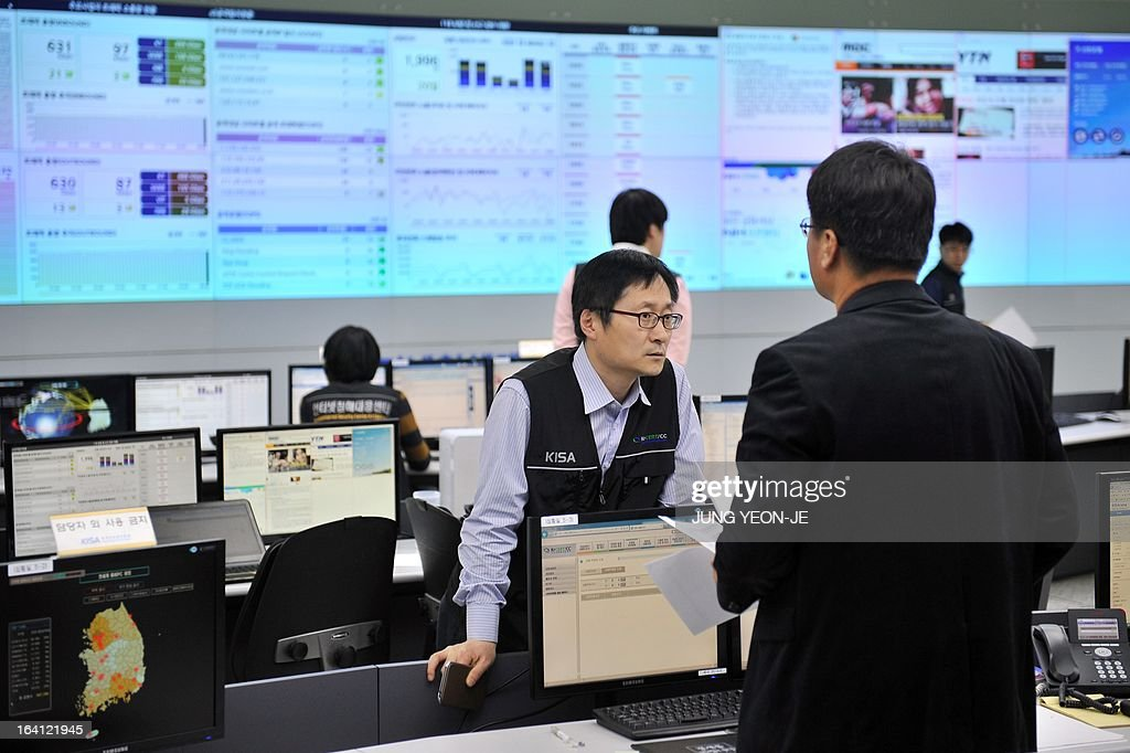 Members of the Korea Internet Security Agency (KISA) check on cyber attacks at a briefing room of KISA in Seoul on March 20, 2013. The South Korean military raised its cyber attack warning level on March 20 after computer networks crashed at major TV broadcasters and banks, with initial suspicions focused on North Korea.