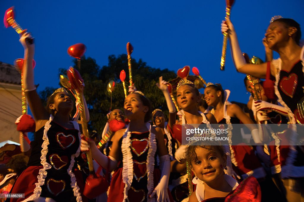 Members of the local 'Indio' carnival group of the Guadalupe neighborhood in northern Rio de Janeiro, Brazil, arrive to take part in their 'Bate Bola' traditional parade on February 10, 2013. AFP PHOTO/Christophe Simon