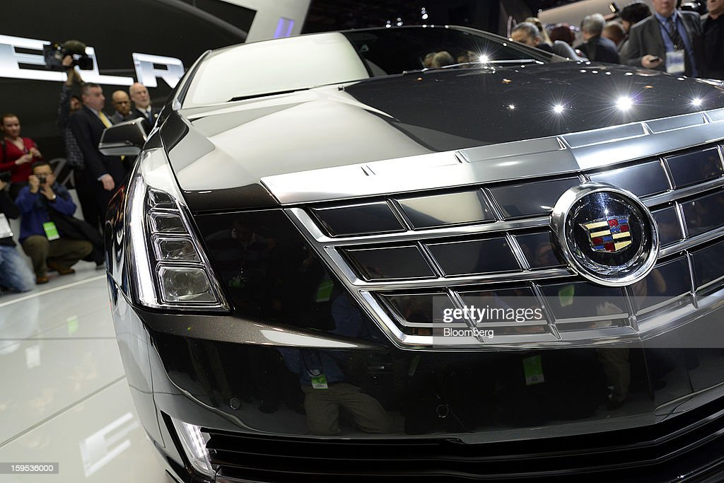 Members of the media view the General Motors Co. (GM) Cadillac ELR coupe vehicle after the unveiling at the 2013 North American International Auto Show (NAIAS) in Detroit, Michigan, U.S., on Tuesday, Jan. 15, 2013. The Detroit auto show runs through Jan. 27 and will display over 500 vehicles, representing the most innovative designs in the world. Photographer: David Paul Morris/Bloomberg via Getty Images