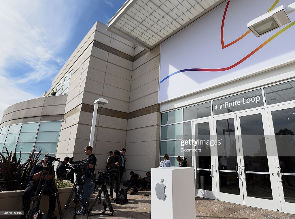 Members of the media wait outside the 4 Infinite Loop building during a product announcement in Cupertino California US on Thursday Oct 16 2014 Apple...