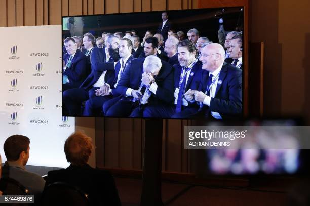 TOPSHOT Members of the media watch a live relay as France is named to host the 2023 Rugby World Cup in London on November 15 2017 / AFP PHOTO /...