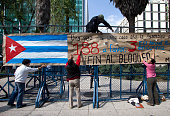 Members of the Mexican movement of solidarity with Cuba protest in front of the US embassy compound in Mexico City on November 14 2012 to demand the...