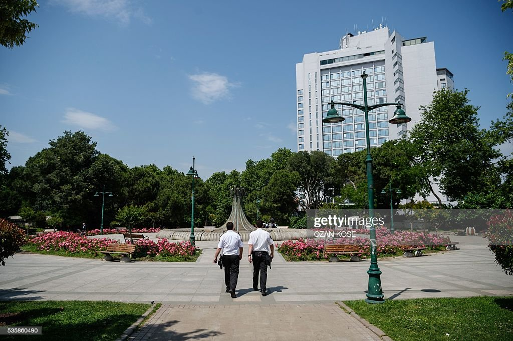 Members of the Municipal Security secure the Gezi Park on May 30, 2016 on the eve of the 3rd anniversary of the so-called Gezi Park protests. / AFP / OZAN