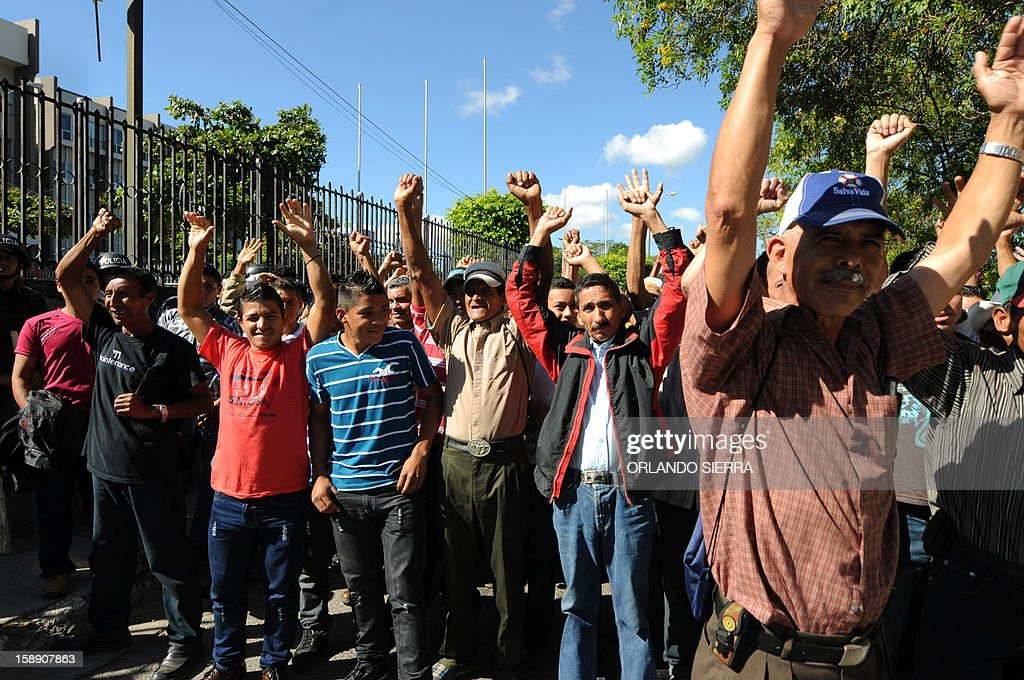 Members of the National Confederation of Federations and Patrons of Honduras (Conafeph) demand the destitution of all the members of the Supreme Court as they demonstrate in front of the Supreme Court of Justice in Tegucigalpa, on January 3, 2013. The head of Honduras' National Commission for Human Rights (CONADEH), Ramon Custodio, announced on Thursday he had asked the Inter-American Commission for Human Rights for preventive measures for the four judges who were removed by the Congress in December 2012 after they declared unconstitutional a purge plan at the police, deeply infiltrated by the organized crime. AFP PHOTO/Orlando SIERRA