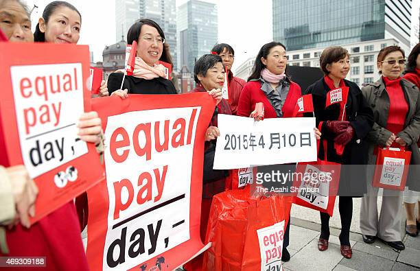 Members of the National Federation of Business and Professional Women's Clubs of Japan call for an end to wage discrepancy between genders at a rally...