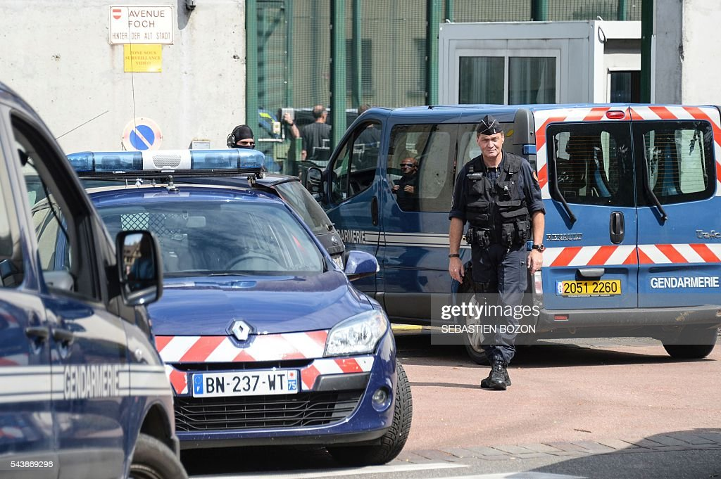 Members of the National Gendarmerie Intervention Group (GIGN) and French Gendarmerie stand guard at the entrance of the Ensisheim prison, northeastern France, as a psychologist is taken hostage by a prisoner on June 30, 2016. / AFP / SEBASTIEN