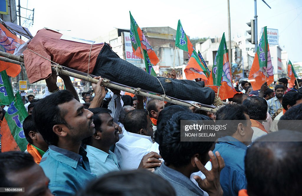 Members of the opposition Bharatiya Janata Party (BJP) carry an effigy representing Central Home Minister Susheel Kumar Shinde during their protest demanding a seperate state of Telangana in Hyderabad on February 1, 2013. The BJP demanded the UPA government announce statehood for Telangana in the southern state of Andhra Pradesh. AFP PHOTO / Noah SEELAM