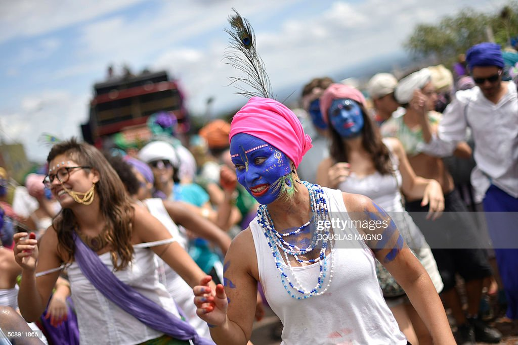 Members of the PPK block (Krishna Peacock Feather) take part in a carnival parade at Jardim dos Pirineus neighbourhood, in Belo Horizonte, Brazil, on February 7, 2016. The Krishna Peacock Feather is inspired in Indian culture. AFP PHOTO / Douglas MAGNO / AFP / Douglas Magno
