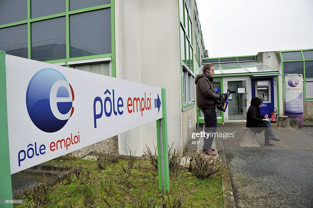 Members of the press stand outside a French state employment agency, Pole Emploi, in Nantes, western France on February 13, 2013 following the self immolation of an unemployed Frenchman. The man had sent messages to journalists warning he would set himself alight this week after being declared ineligible for unemployment benefits. The number of unemployed has risen steadily in France for the past 20 months, and could soon reach the record high set in January 1997 of 3.2 million. AFP PHOTO / ALAIN LEMASSON