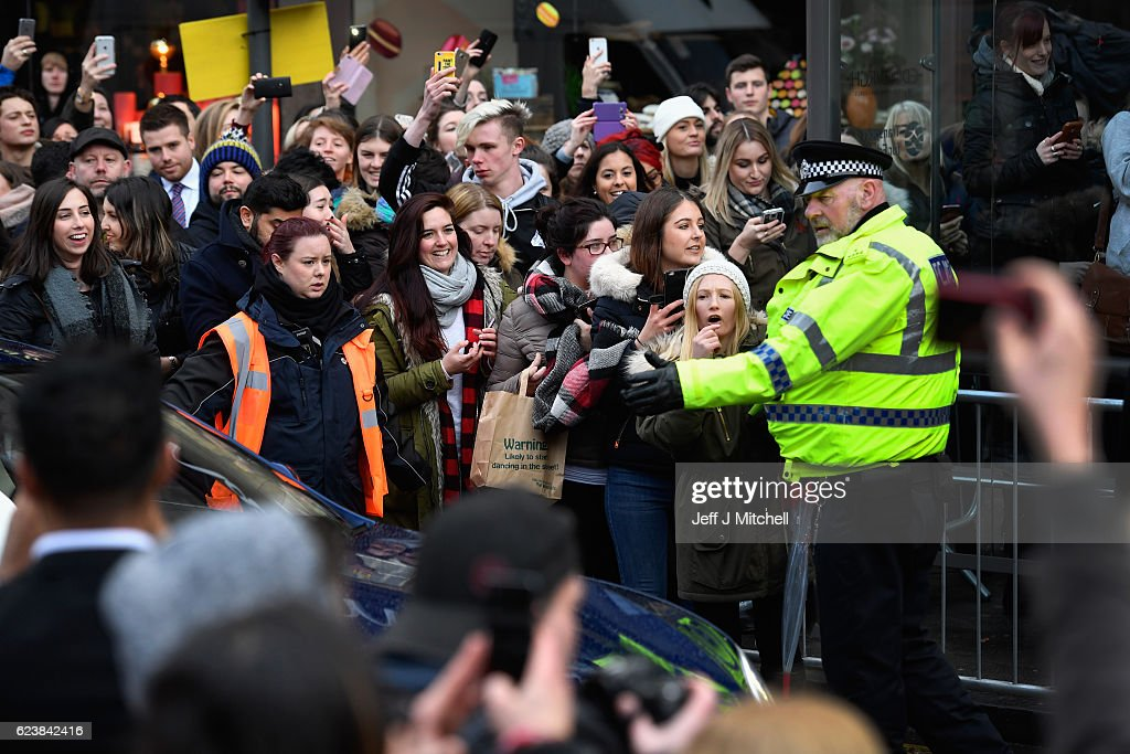 Members of the public try to get a glimpse of the Hollywood actor Leonardo DiCaprio as he leaves Home restaurant during his first visit on November 17, 2016 in Edinburgh, Scotland. The Oscar winning actor is in Edinburgh to speak at the Scottish Business Awards at the Edinburgh International Conference Centre.
