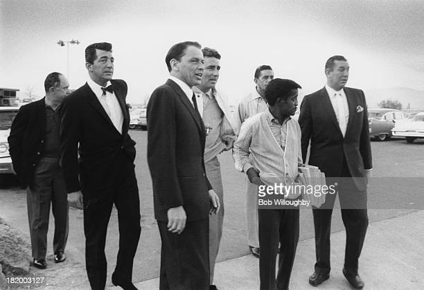 Members of The Rat Pack at a photocall for the film 'Ocean's 11' Las Vegas February 1960 From second left Dean Martin Frank Sinatra Peter Lawford...