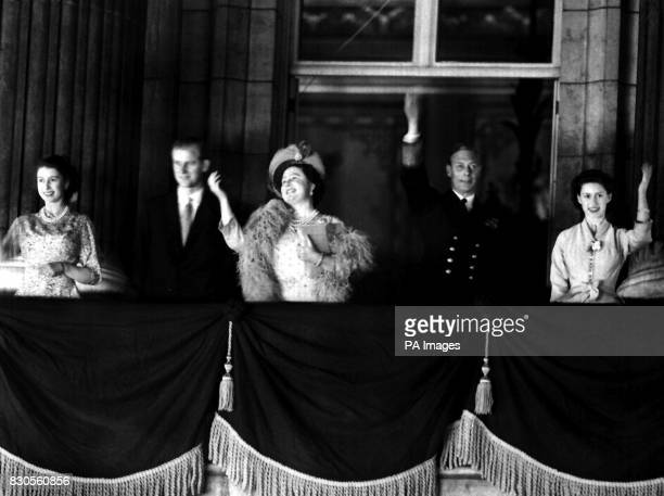 Members of the Royal Family wave from the balcony of Buckingham Palace on the occasion of the 25th wedding anniversary of King George VI and Queen...