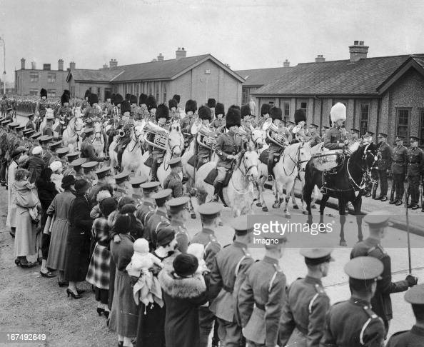 Members of the Royal Scots Grey practicing their parade Princess Avenue in Aldershot Great Britain 1937 Photography Mitglieder der Royal Scots Grey...