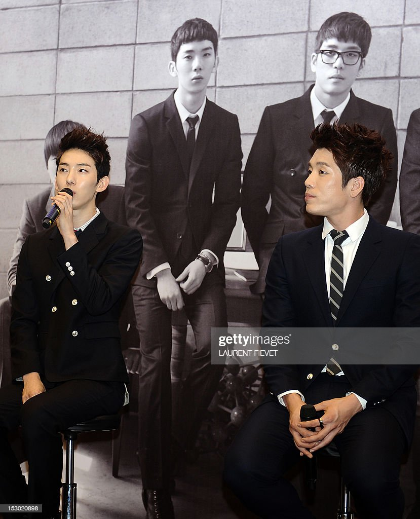 Members of the South Korean band 2AM (L-R) Jo Kwon and Lee Changmin attend a press conference in Hong Kong on September 29, 2012. The Korean 'Prince of ballad' 2AM band are on tour to promote their new album 'The Way Of Love.'